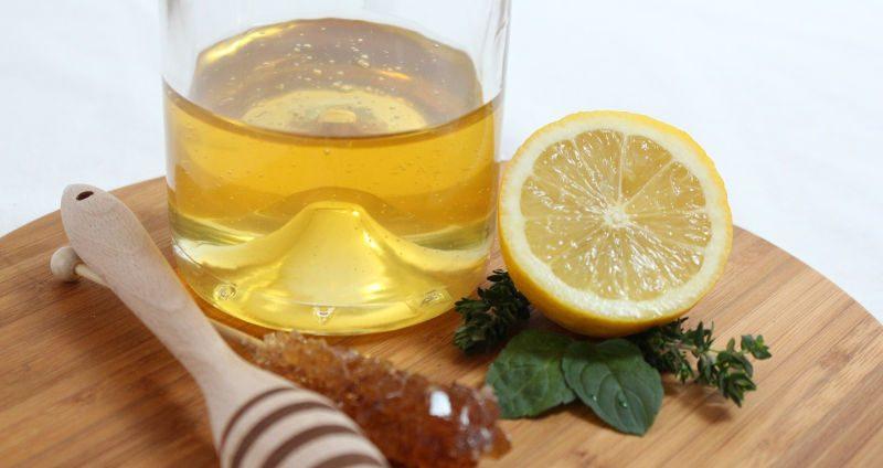 Zenzero, miele e limone per tisane e sciroppo
