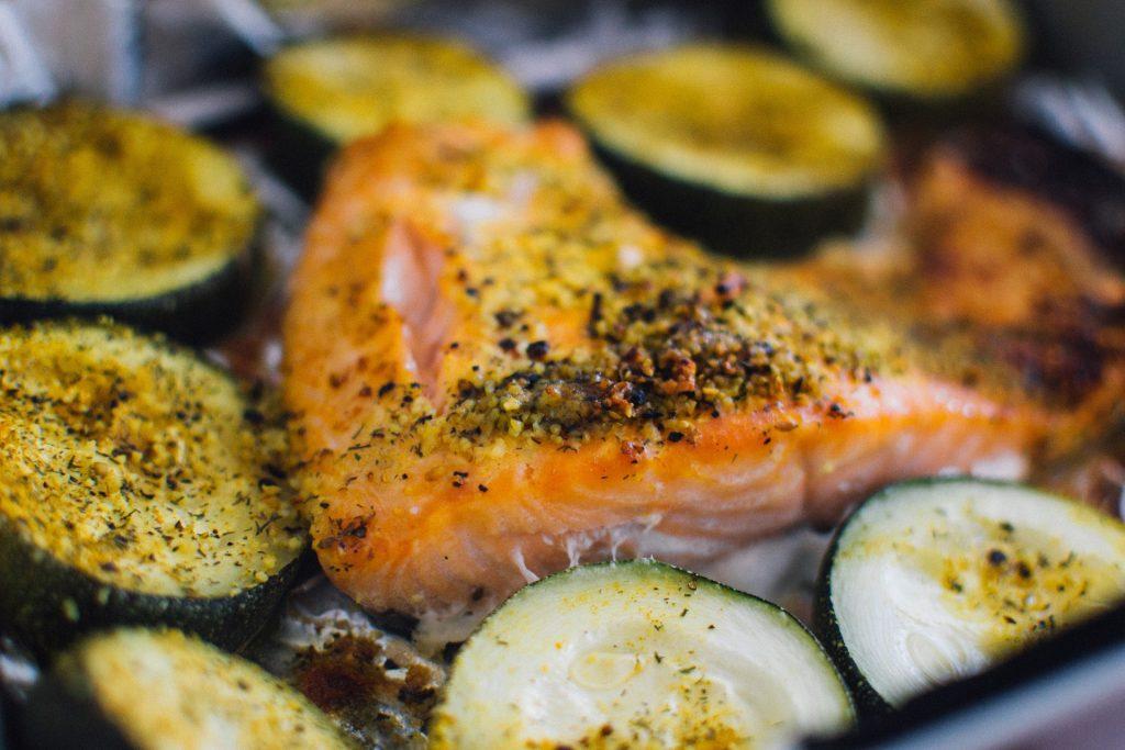 Salmone zucchine semi chia lino