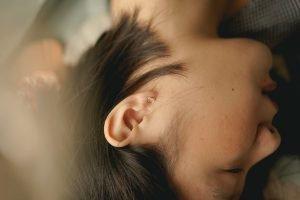 Pulire le orecchie dal cerume con le candele per orecchie